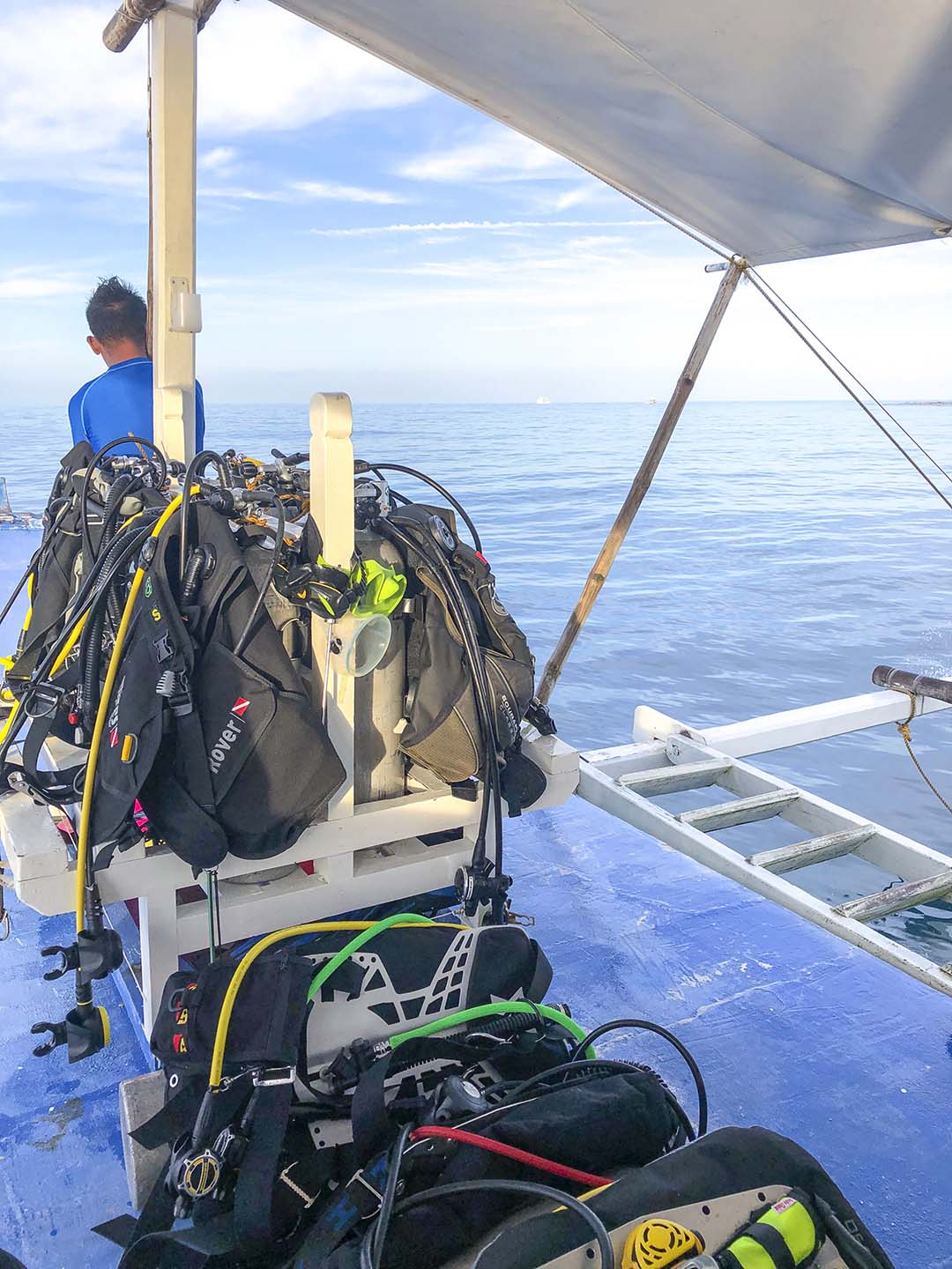 Boat Diving with Pentagon Dive Shop in Apo Reef