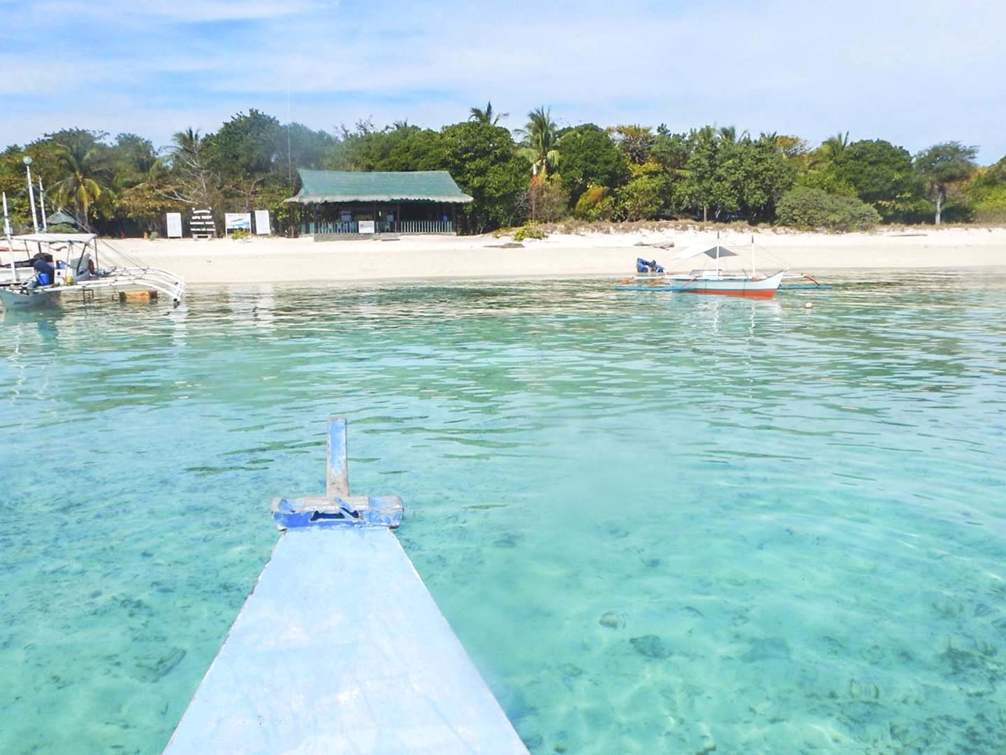 Our dive boat boat approaches Apo Reef Island