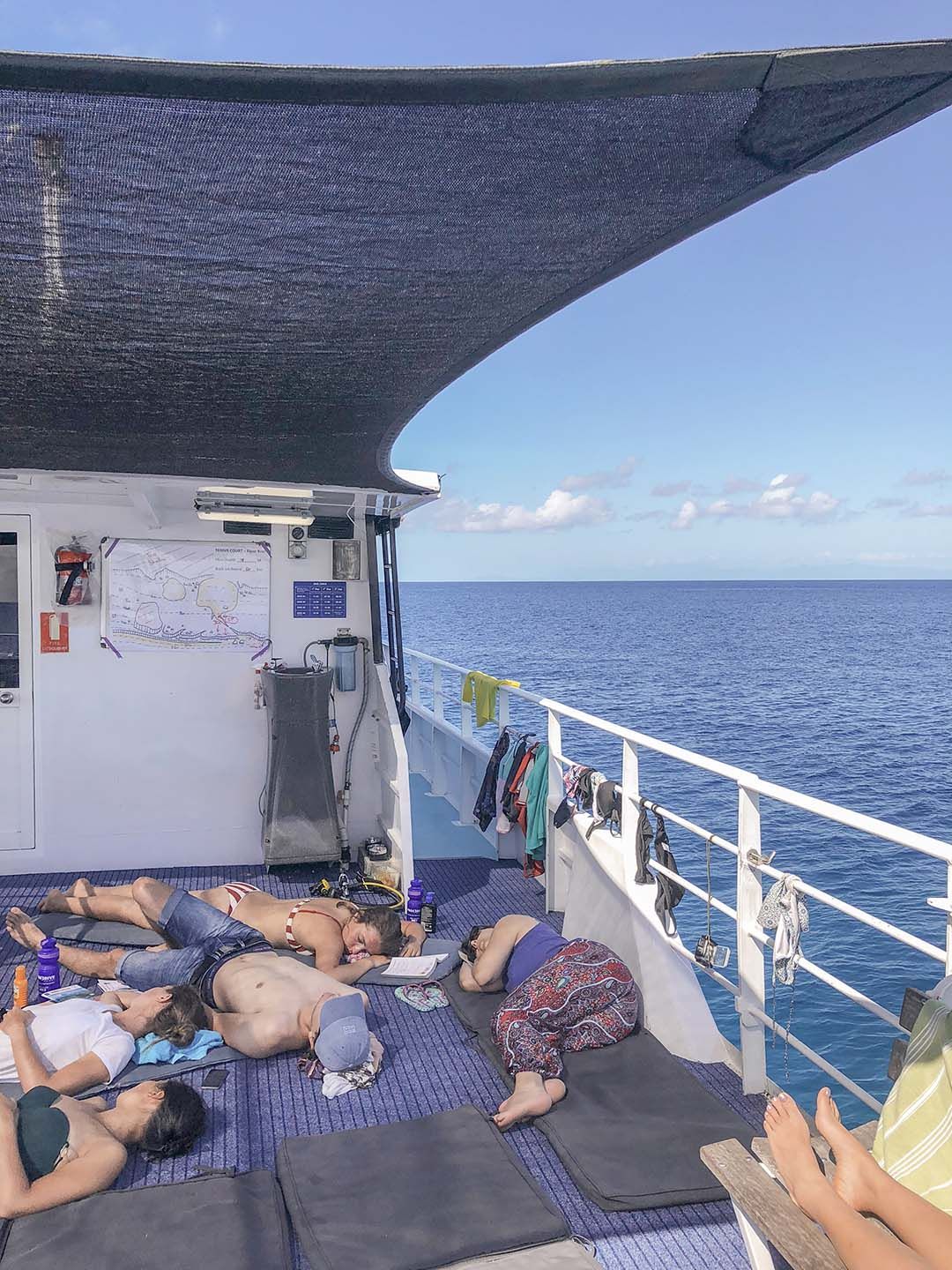 Resting during surface intervals after scuba diving in the Great Barrier Reef