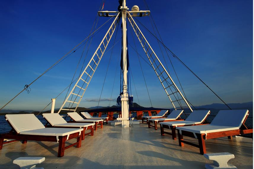 Spend your surface intervals on beautiful deck of Philippine Siren as you make your way to Apo Island and the rest of the Visayas