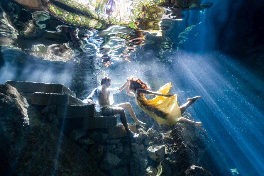 A couple shoot during a cenote photoshoot with Fran Reina.